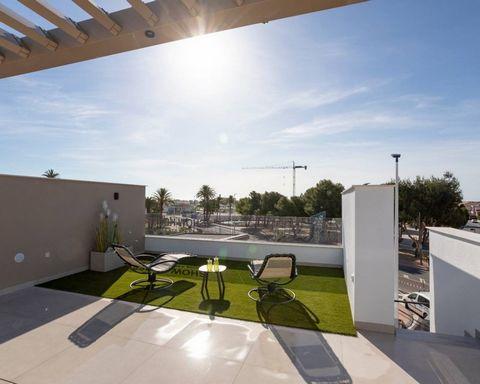 Bungalós en venta en San Pedro del Pinatar, Murcia, Costa Cálida. Estas increíbles viviendas están situadas a tan solo 3km de la playa, cerca de todos los servicios y del centro de la ciudad, consta de 3 dormitorios y 2 baños, salón-comedor, cocina, ...