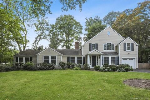 Located within walking distance to the shops, restaurants, and train, 100 Kimberly Place is in an ideal location to take advantage of everything the charming town of New Canaan has to offer! This beautiful home has undergone several renovations from ...
