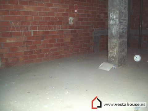 105M2 commercial Premises with water and light. Floor of work, 5m of height, 1 only pillar, easy to aprobechar the space. You could do Naya. Area the new Courts