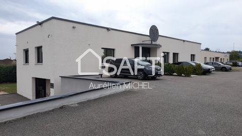 A 5 minutes de l'autoroute A43 de Saint Quentin Fallavier proche d'une zone industrielle sur la commune de La Verpillière, venez découvrir ce magnifique bâtiment entièrement réaménager en 2018 avec 590m2 constitué essentiellement de bureaux, une sall...