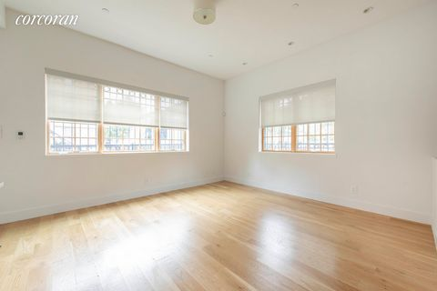 At once minimalist and multilevel, maximize your living experience in this 1 bed 1.5 bath duplex with private outdoor space. Whether you are a 1 bed/1+ bath buyer looking for WFH space so that you aren't constantly working at your dining table or cou...