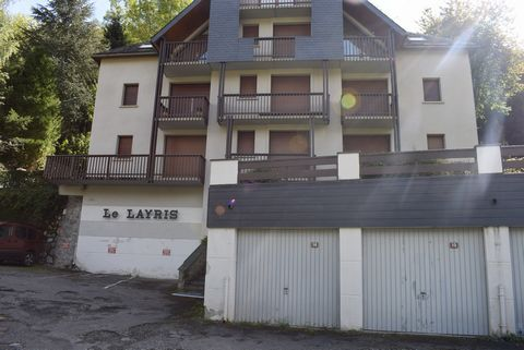 Located in Saint Lary Soulan. Pleasant 37m2 apartment located in the pretty village of Saint Lary Soulan. The latter is located in a residence, on the second floor of a 3-storey building. It is composed of an entrance, a living room with balcony, a k...