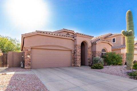 Charming home w/ 3 bedrooms, 2 bathrooms, stone accents, Mtn. Views & desert landscape nestled in the peaceful Las Sendas Community. An inviting interior w/ vaulted ceilings, plantation shutters, & ceramic tile floors. The generous sized living room ...